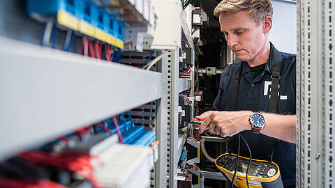 Switchgear inspection and inspection service