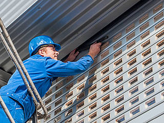 Service for industrial doors and gate systems