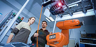 Training in our training centers with our robot experts