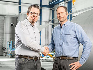 Handshake between Blumenbecker and our customer