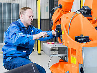 Service for industrial robots - KUKA and ABB